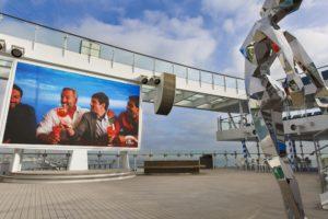 """La Place """" di Spagna """" dans le pont supérieur du bateau Costa Smeralda"""